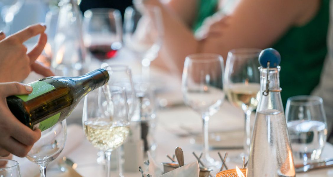 Sommelier Tips: Choosing Wine for a Dinner Party